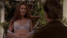 Секси Тиа Каррере Показывает Нижнее Белье – Жена Моего Учителя (1999)