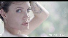 4. Анджелина Джоли снилась в эротической рекламе духов