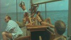 Девушки с голой грудью на лодке