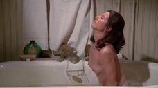 Обнажённая Мари-Франс Пизье в ванне