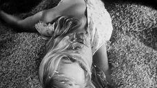 4. Засвет груди блондинки – Восточный коридор