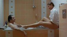 Эротическая сцена с Наташей Дорчич в ванной