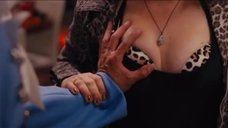 Джейн Леви лапают за грудь