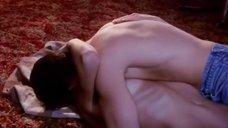2. Голая грудь Итонии Сальчек – Кровавый урожай