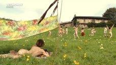 Летиция Каста на отдыхе с нудистами