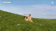 Летиция Каста голышом на природе
