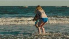 3. Эль Фаннинг в купальнике на пляже – Галвестон