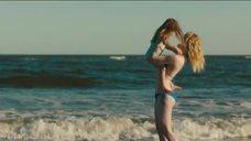 4. Эль Фаннинг в купальнике на пляже – Галвестон