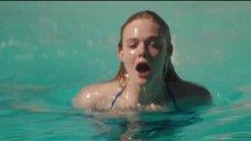 1. Эль Фаннинг плавает в бассейне – Галвестон