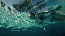 2. Эль Фаннинг плавает в бассейне – Галвестон