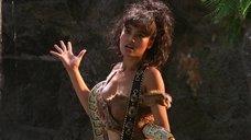 Красотка Тиа Каррере со змией