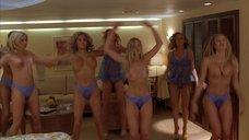8. Джэми Феррелл топлесс делает гимнастику – Морское приключение