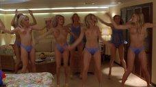 9. Джэми Феррелл топлесс делает гимнастику – Морское приключение