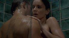 Интимная сцена с Сарой Уэйн Кэллис в душевой