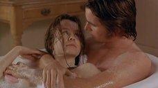 5. Эмили Уотсон принимает ванну с парнем – Метролэнд