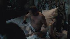7. Постельная сцена с Шарлоттой Ле Бон – Большой злой волк