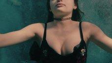 Красотку Джои Кинг кинули в бассейн