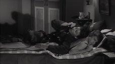2. Обнаженная Жанна Валери лежит на кровати – Опасные связи (1959)