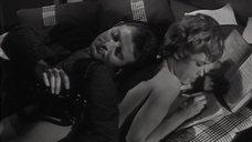 3. Обнаженная Жанна Валери лежит на кровати – Опасные связи (1959)