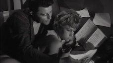 4. Обнаженная Жанна Валери лежит на кровати – Опасные связи (1959)