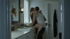 Эротическая сцена с Доминик Макеллиготт в ванной