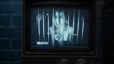 Элизабет Хауэр топлес в клетке