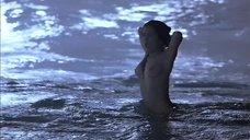 Сальма Хайек купается голышом