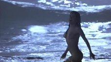 3. Сальма Хайек купается голышом – Спроси у пыли