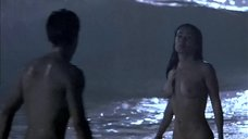 4. Сальма Хайек купается голышом – Спроси у пыли