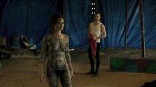 Полностью голое татуированное тело Марианы Шименес
