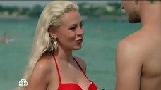 1. Оксана Скакун в красном купальнике – Раскаленный периметр