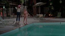 Беверли Д'Анджело топлесс купается в бассейне