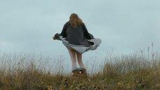 Полина Ауг сняла трусы в поле