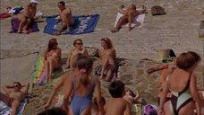 2. Голые девушки на пляже – Всё об этом