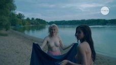 Екатерина Степанова с подругой топлес на пряже