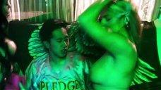 2. Bridgetta Tomarchio топлес на вечеринке – Соседи. На тропе войны