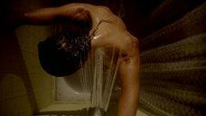 1. Обнаженная Тэнди Ньютон стоит под душем – Бестия