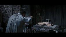 Луиз ле Пап позирует голой для скульптора