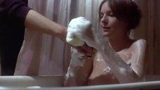 Дайан Китон принимает ванну