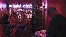 Девушки топлес в баре