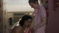 Беременная Лина Данэм светит сиськами