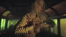 8. Секс с Викторией Агалаковой в автобусе – Эпидемия