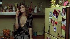 Белен Фабра светит голую грудью