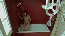 Раздетая Белен Фабра в ванной