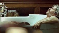 3. Белен Фабра делает минет в ванне – Дневники нимфоманки