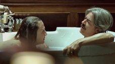 4. Белен Фабра делает минет в ванне – Дневники нимфоманки