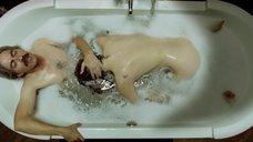 5. Белен Фабра делает минет в ванне – Дневники нимфоманки