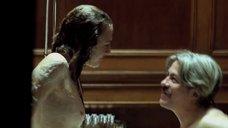 6. Белен Фабра делает минет в ванне – Дневники нимфоманки