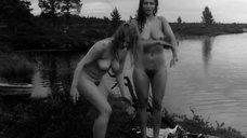 Лена Нюман и Соня Линдгрен купаются голыми