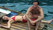 Клер Вилбур в красном купальнике